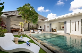 Villa Kyah - Garden sunloungers, pool and villa