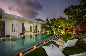 Villa Kyah - The pool at dusk
